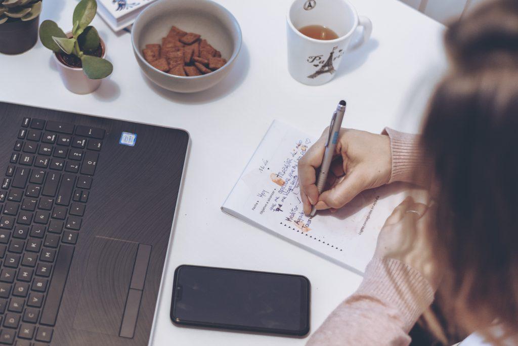 Cómo trabajar desde casa por Internet - Romina Hidalgo Marchione - Coach, viajera y emprendedora digital - Marzo 2020